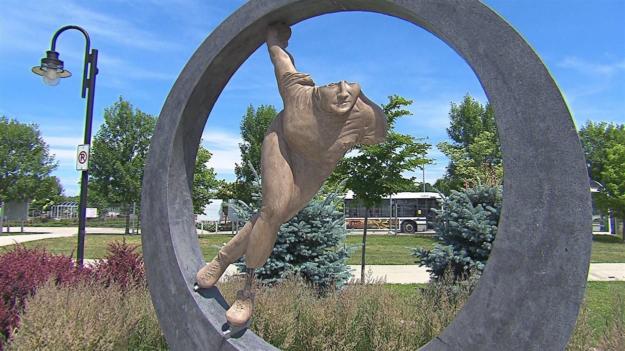 La statue de Sylvie Daigle à Sherbrooke, cible de vandales en octobre dernier