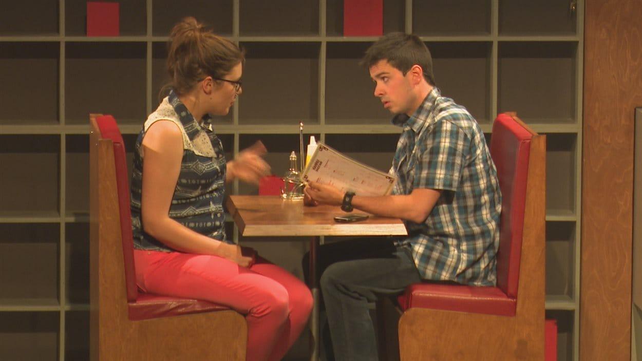 Joëlle Bond et Steven-Lee Potvin dans une scène de la pièce «Le cas Joé Ferguson».