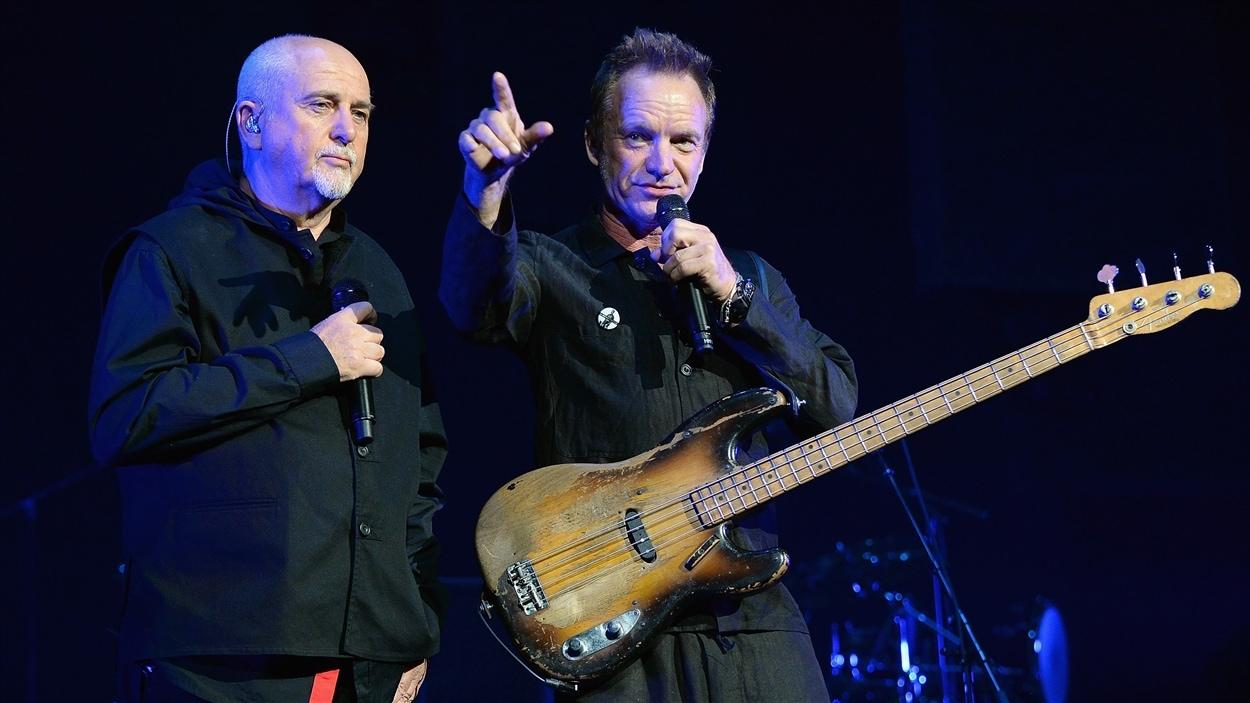 Peter Gabriel et Sting lors de la tournée « Roche, papier, ciseau »
