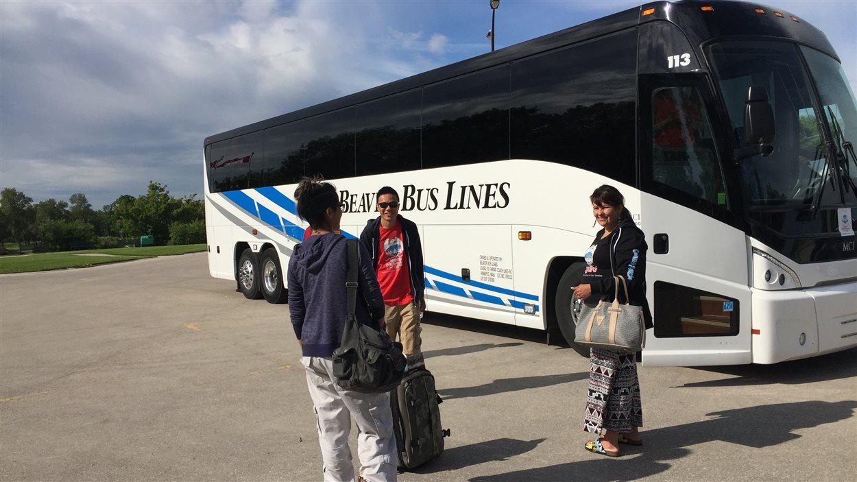 Des jeunes sur leur départ pour Niagara Falls