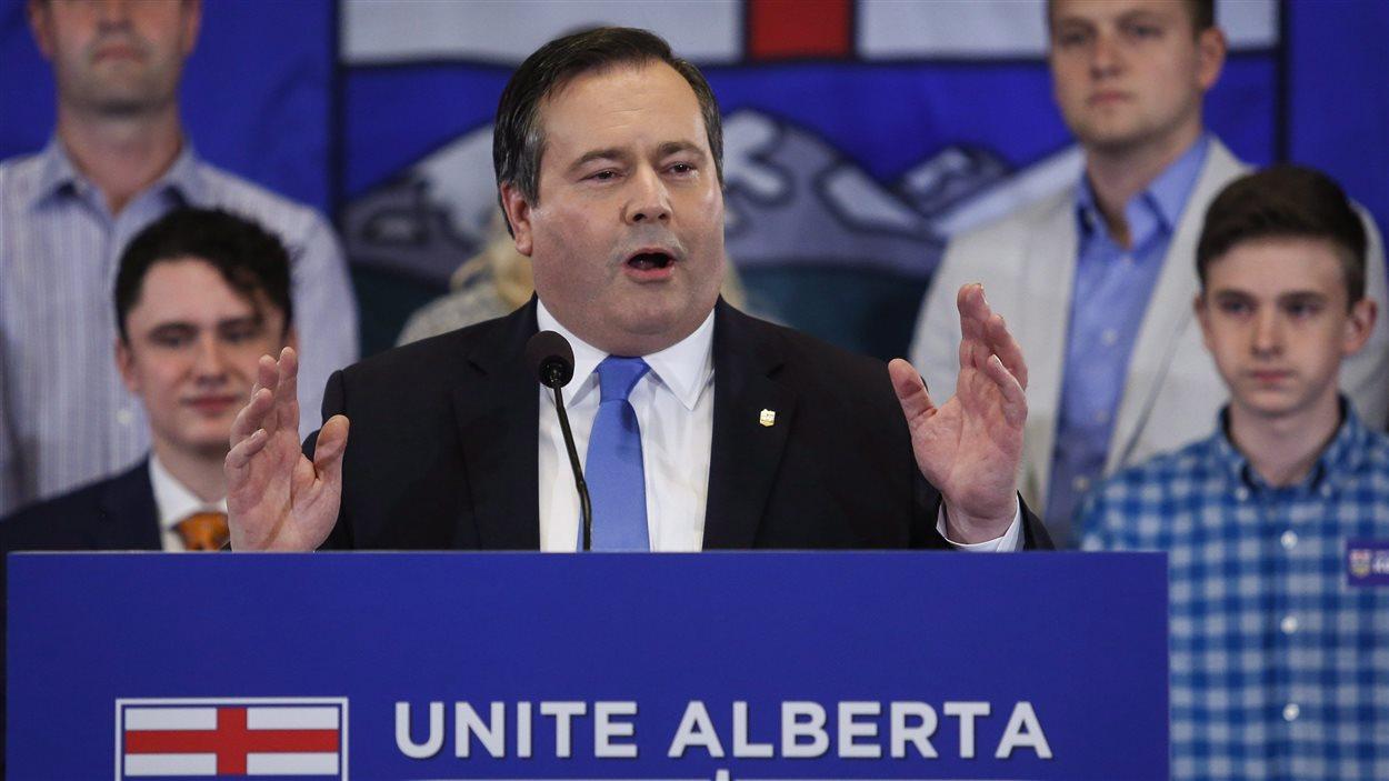 Jason Kenney a annoncé mercredi à Calgary qu'il voulait unir les deux grands partis de droite en Alberta.