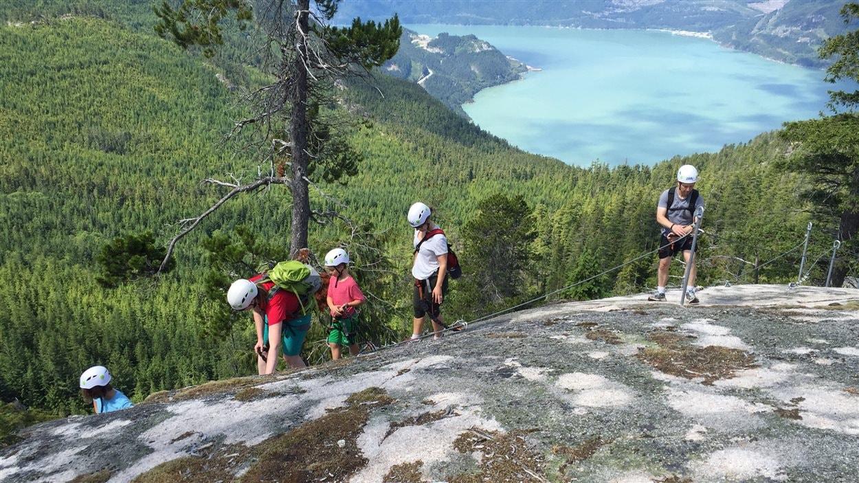 La Via Ferrata à Squamish est populaire auprès des familles