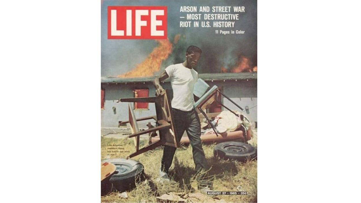 La couverture du magazine «Life» du 27 août 1965 est consacrée aux émeutes de Watts.