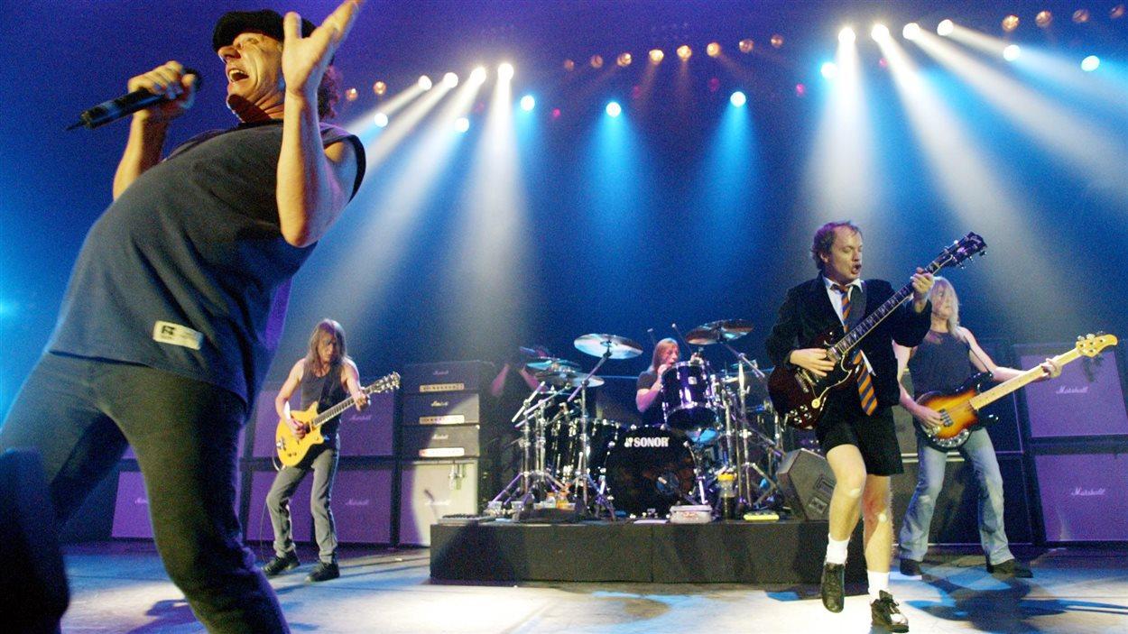 Le groupe pendant un concert en 2003, où il vivait des jours meilleurs.