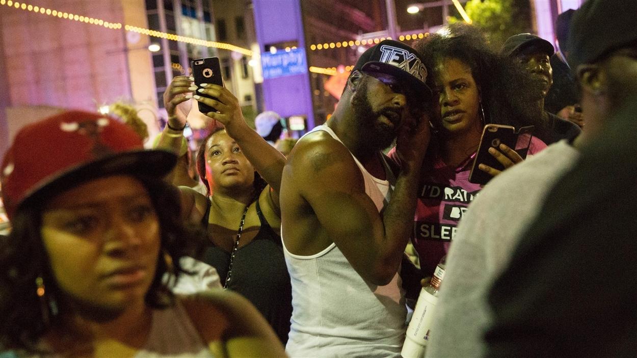 La communauté noire de Dallas s'était rassemblée pour protester contre la brutalité policière.