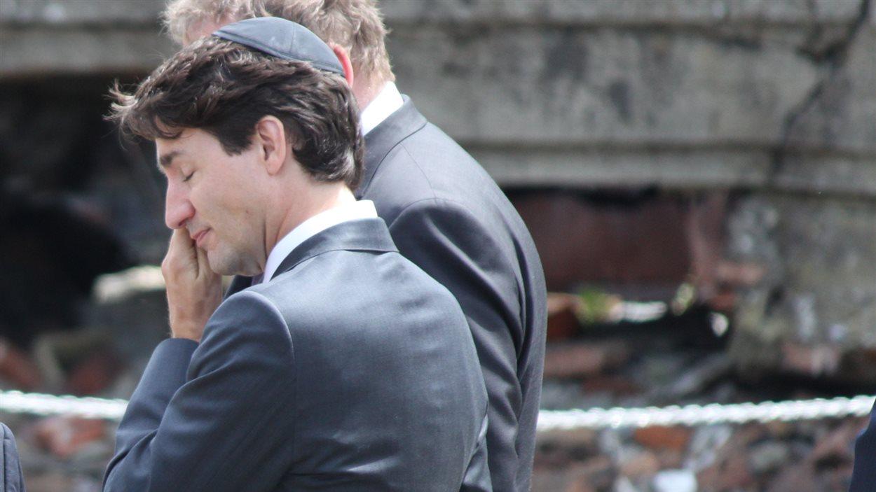 Le premier ministre a versé quelques larmes lors de la prière.