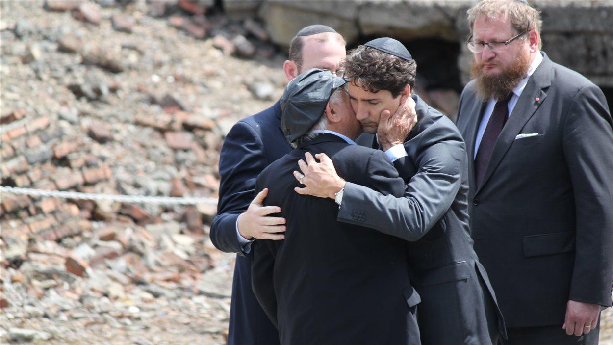 Le survivant Nate Leipciger et le premier ministre Justin Trudeau.