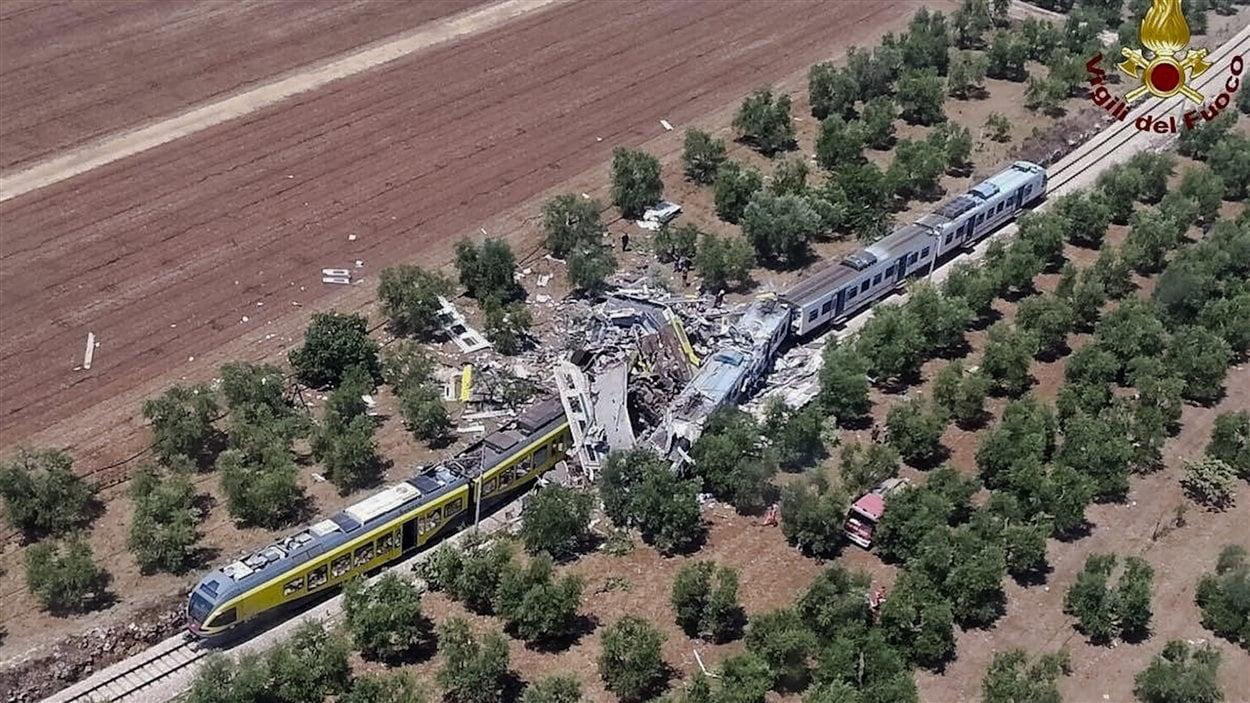 En raison de la force de l'impact, des débris des trains ont été projetés sur plusieurs mètres.
