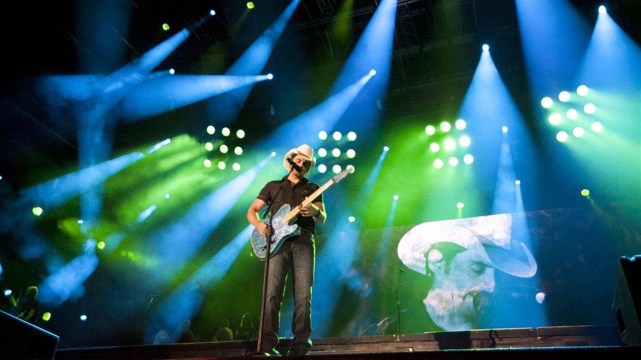 Brad Paisley a démontré ses talents de guitariste lors de son concert.