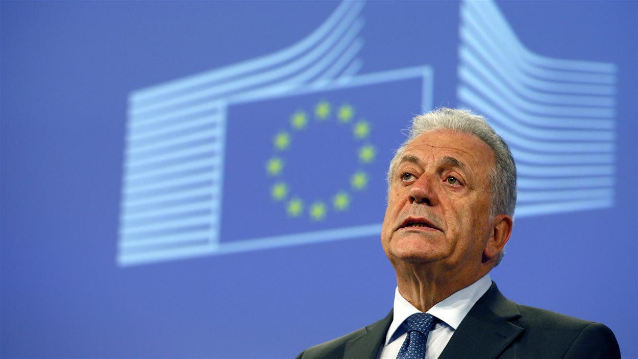 Le commissaire européen à la Migration et aux Affaires intérieures, Dimitris Avramopoulos, lors d'une conférence de presse