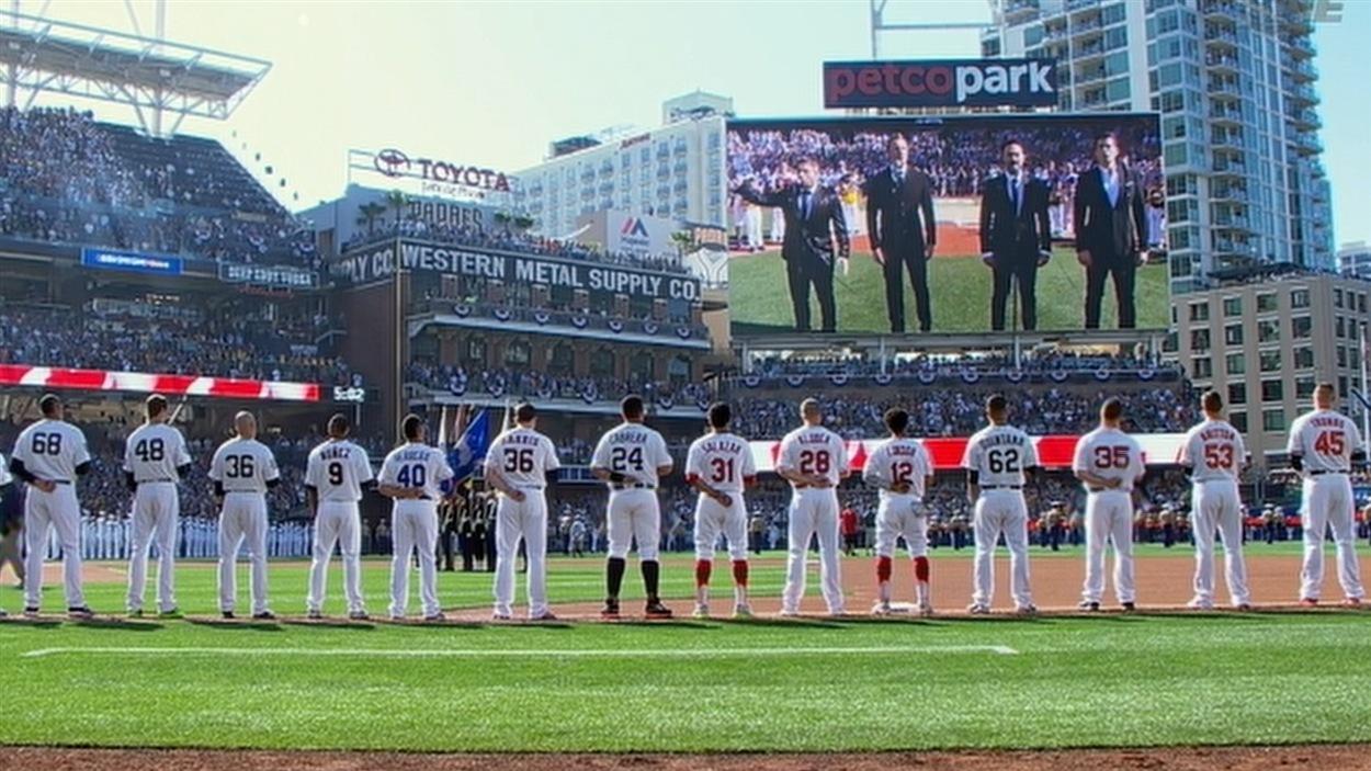 The Tenors lors de la performance du match des étoiles de la Ligue majeure de baseball à San Diego, en Californie