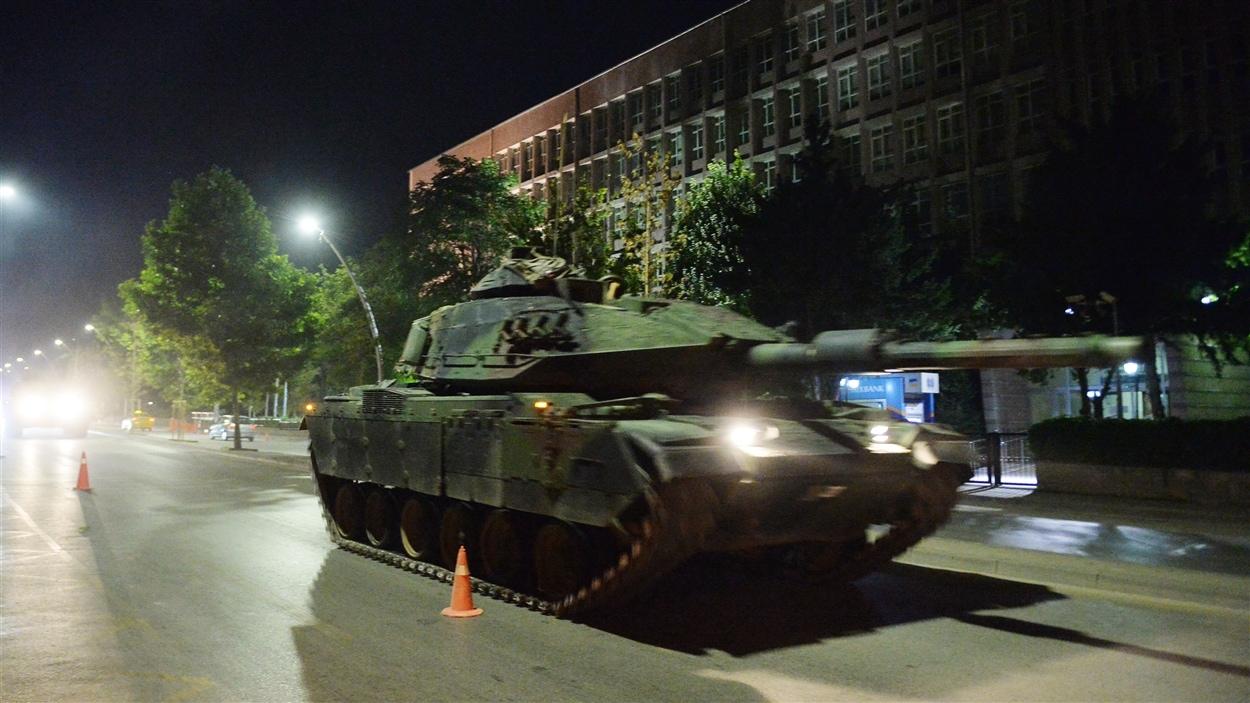 Des chars d'assaut ont été déployés dans les rues d'Ankara.