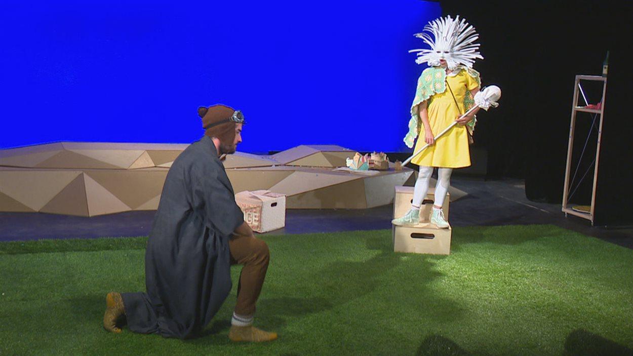 La pièce compte trois comédiens : Chantal Dupuis, Marie-Pier Lagacé et Marc-Antoine Marceau