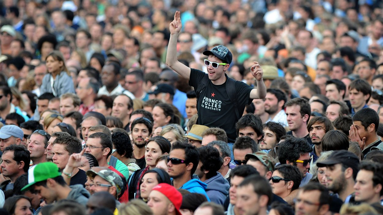 La foule pendant un concert aux Francofolies de La Rochelle