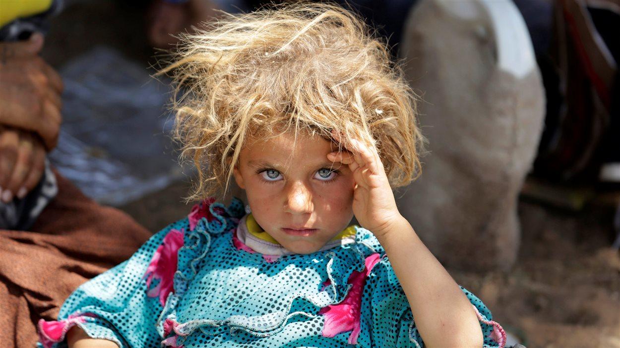 Une jeune fille yézidi, qui fuit les violences perpétrées contre la minorité religieuse dont elle fait partie.