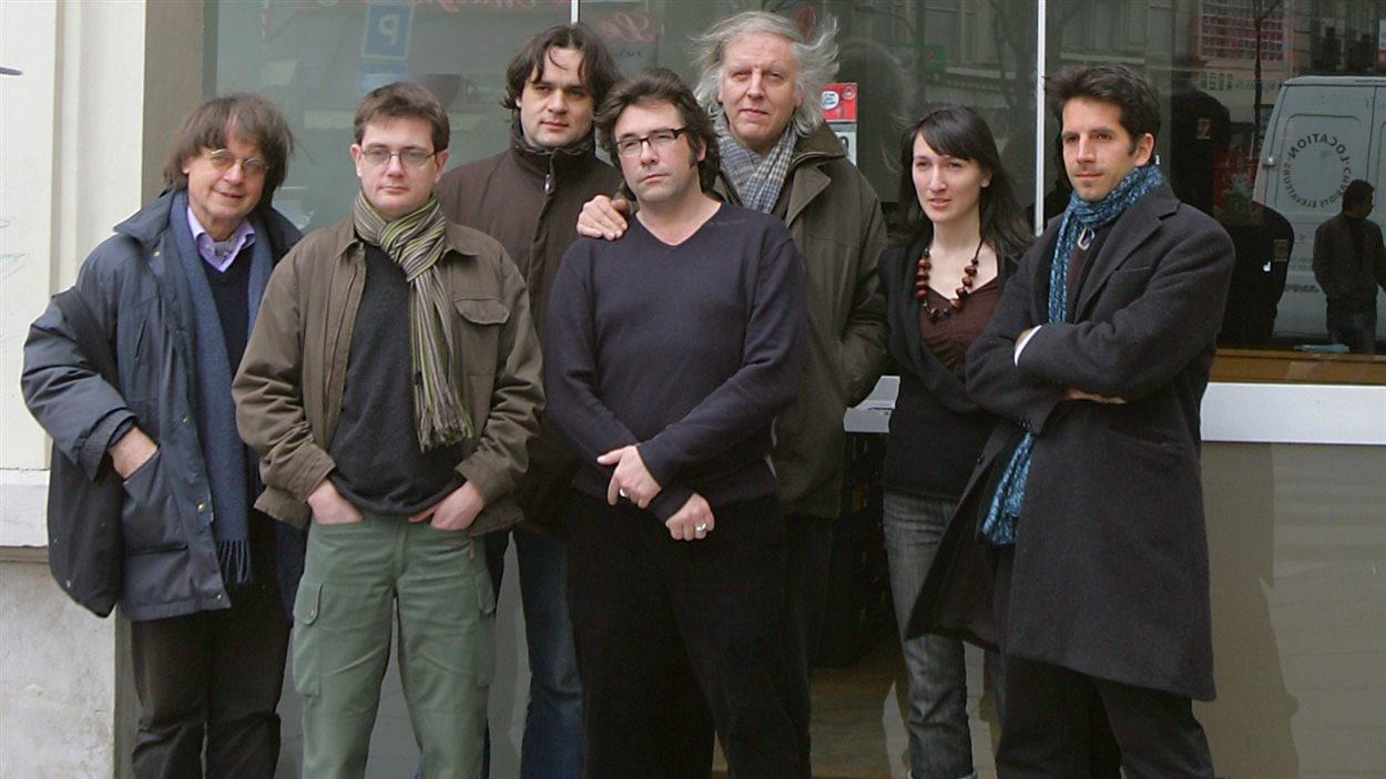 Catherine Meurisse en compagnie de ses collègues de <i>Charlie Hebdo</i>, dont Cabu et Charb, le 15 mars 2006