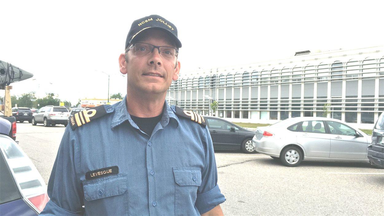 François Lévesque, capitaine de corvette et commandant de la Réserve navale de Sept-Îles.