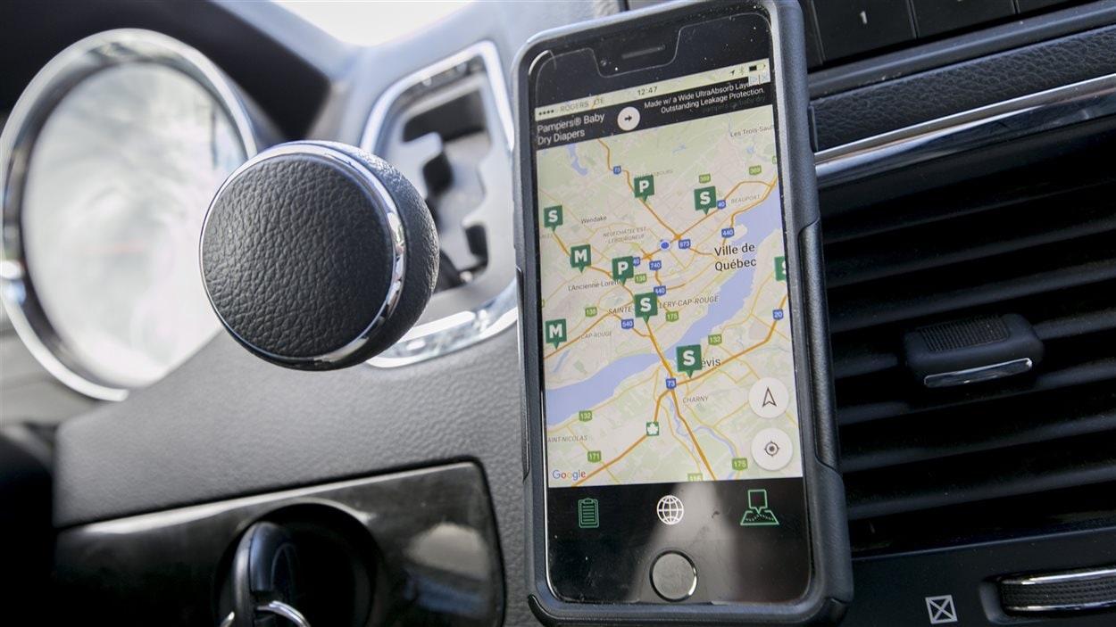 L'application mobile Camarad localise les radars photo mobiles (M) et les policiers (P) qui surveillent des axes routiers et les radars photo fixes (S).