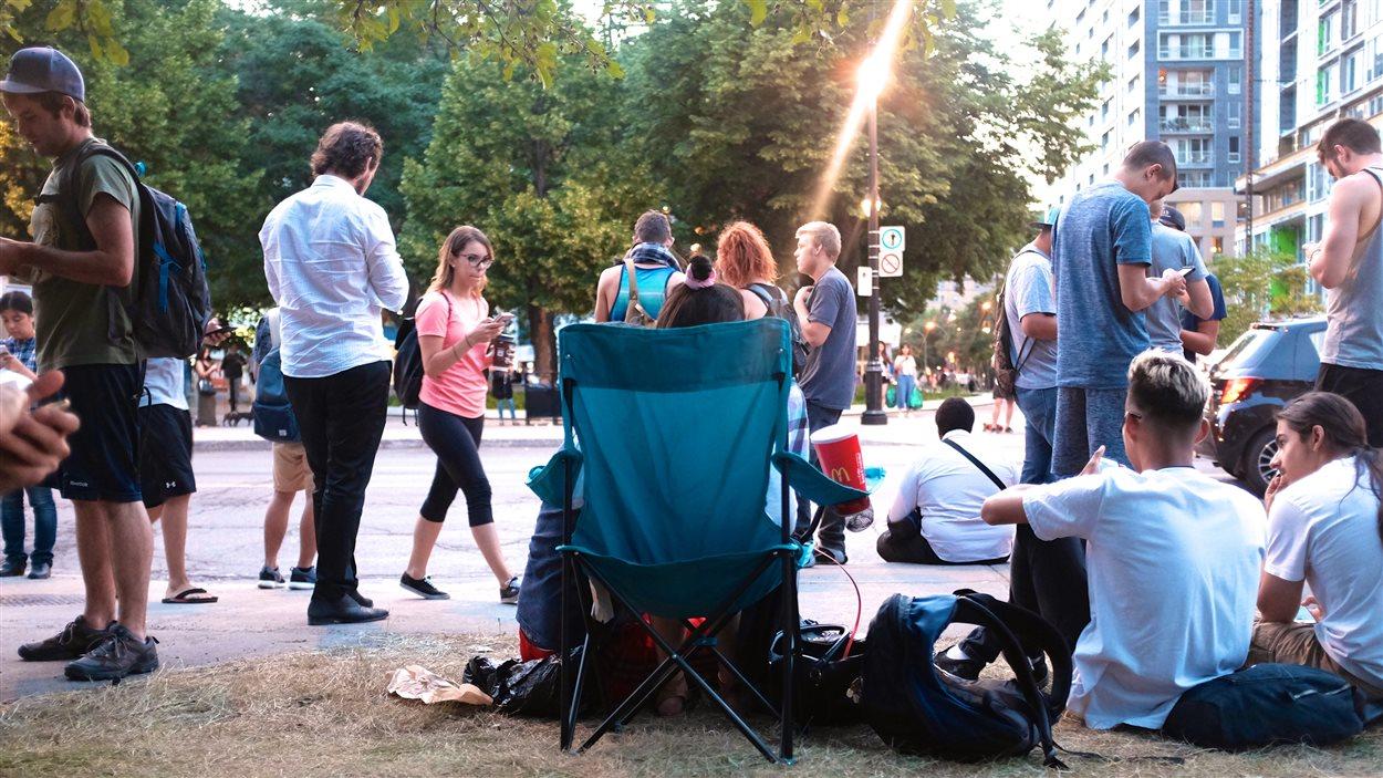 Presque 200 personnes étaient réunies au square Cabot pour jouer à Pokémon Go.
