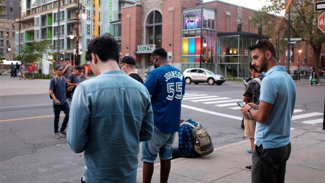 Des joueurs de Pokémon Go se sont rendus au square Cabot, à Montréal, devenu un véritable repère de Pokémon rares.