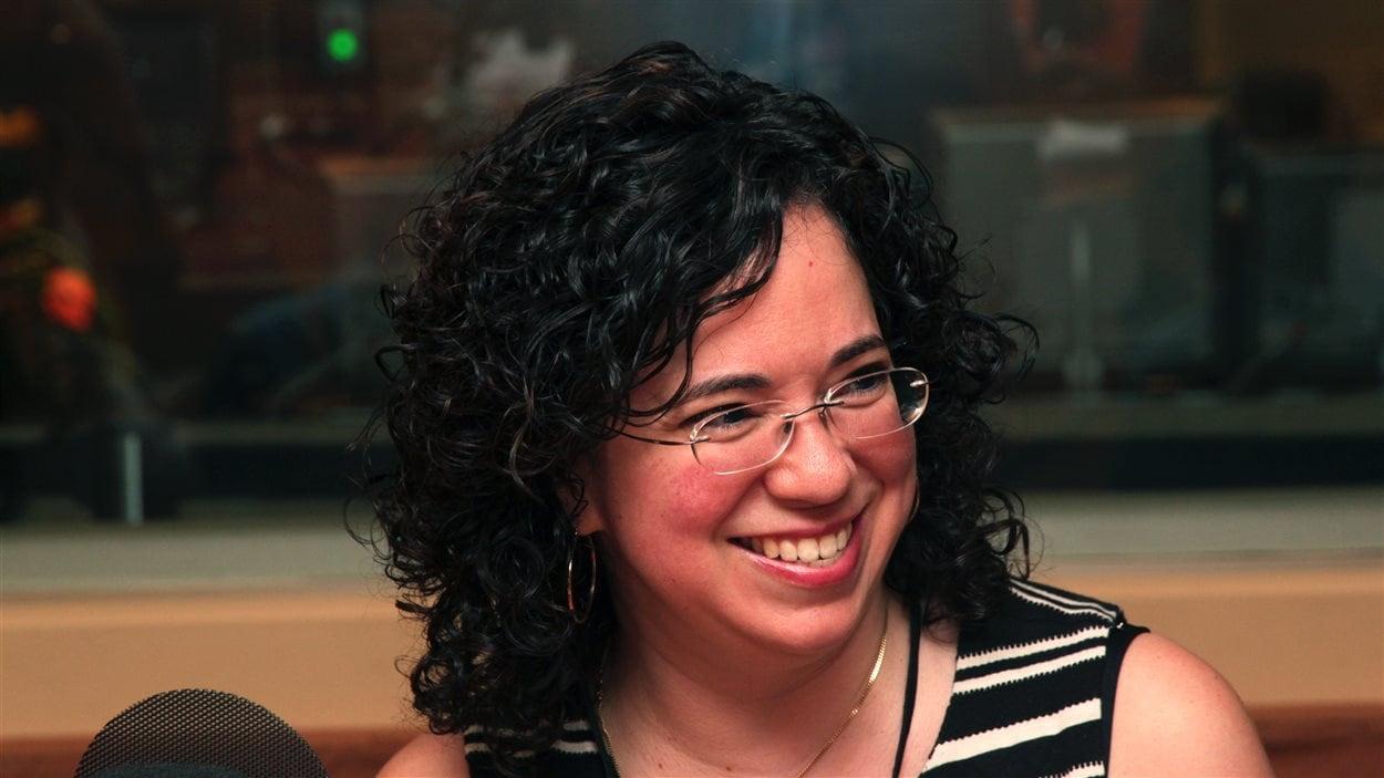 Sarah Campillo est rhumatologue pédiatrique à l'Hôpital de Montréal pour enfants, et cofondatrice du camp ArticulAction
