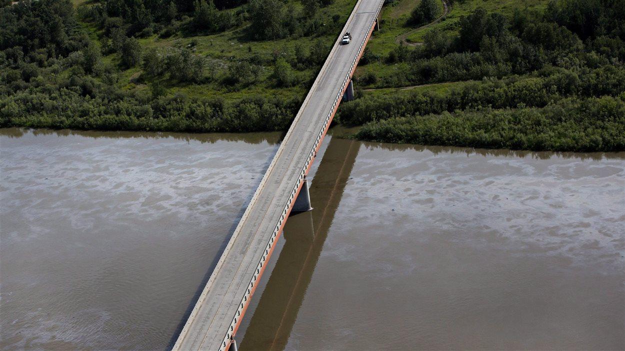 La fuite de pétrole dans la rivière Saskatchewan Nord le 22 juillet 2016.
