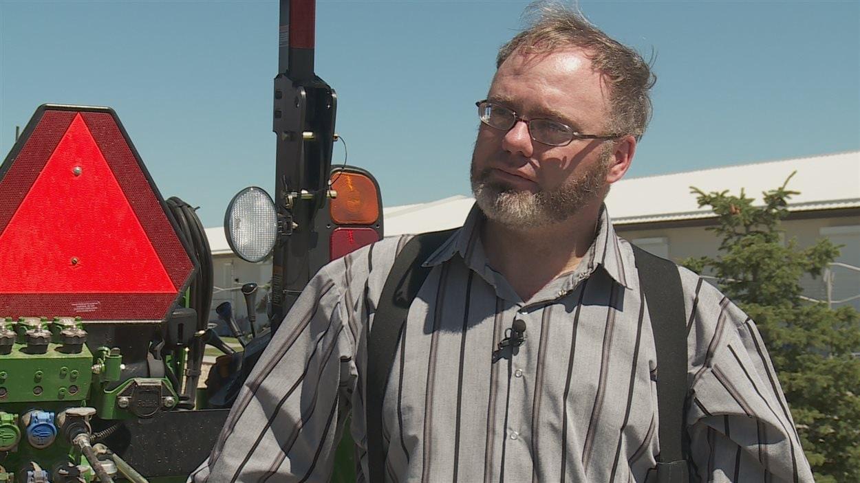 Daril Mandel est copropriétaire d'une ferme écologique à Brant, en Alberta.