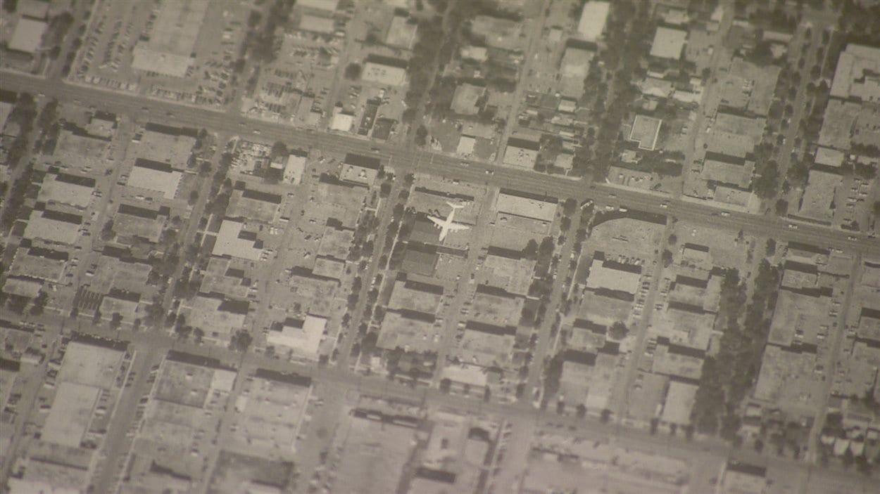 Les cartes prennent de la valeur pour toutes sortes de raisons. Ici, une carte satellite montre un avion en plein vol, tout de suite après son décollage depuis le centre-ville d'Edmonton.