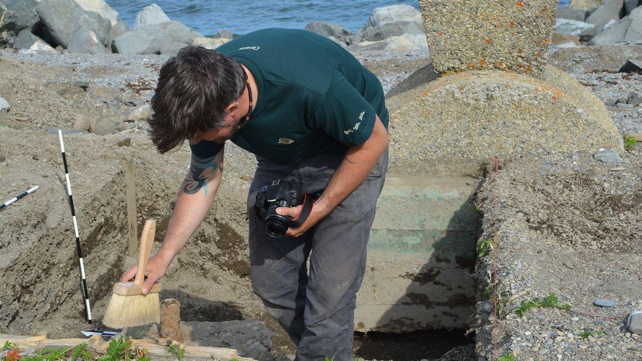 Fouilles archéologiques à Cap-des-Rosiers, dans le parc Forillon.