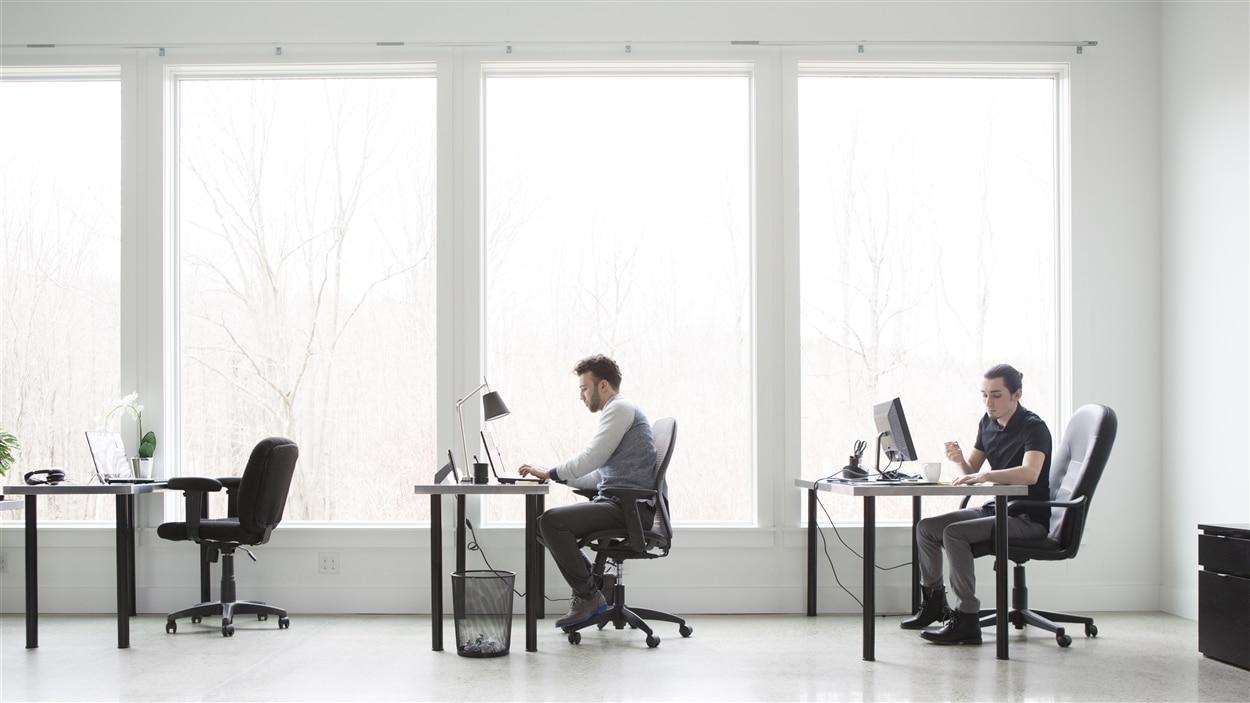 La marche rapide devrait faire partie de l'horaire des personnes qui passent plusieurs heures assises au bureau.