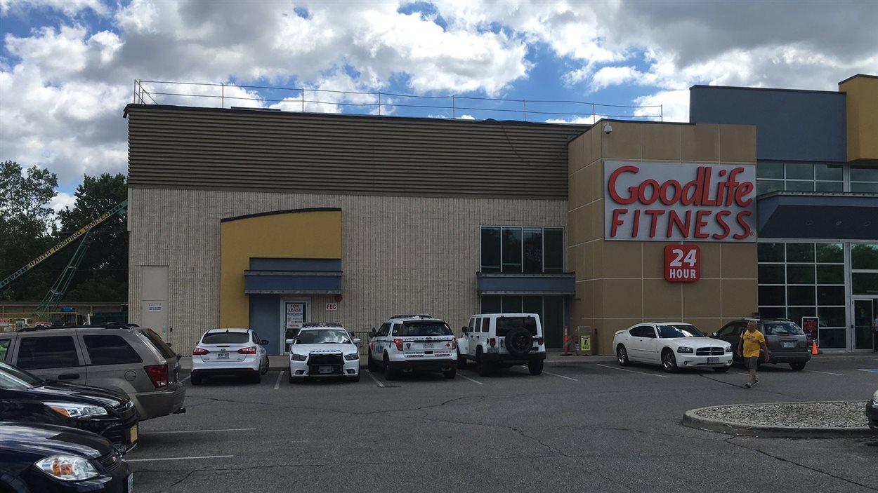Une chute cause la mort d'un travailleur au centre sportif.