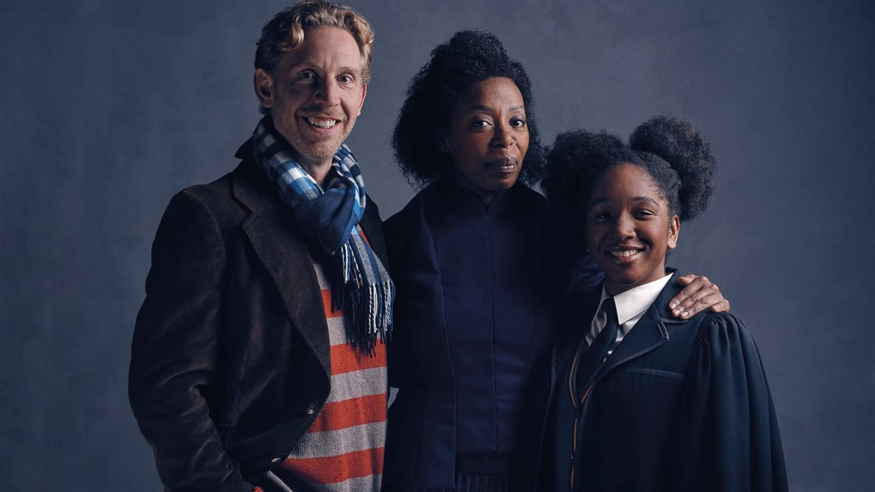 Ron (Paul Thornley), Hermione (Noma Dumezweni) et Rose Granger-Weasley (Cherrelle Skeete)  dans la pièce de théâtre <em>Harry Potter and the Cursed Child</em>