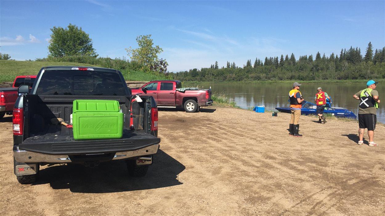 Les opérations de nettoyage de la rivière Saskatchewan Nord sont en cours.