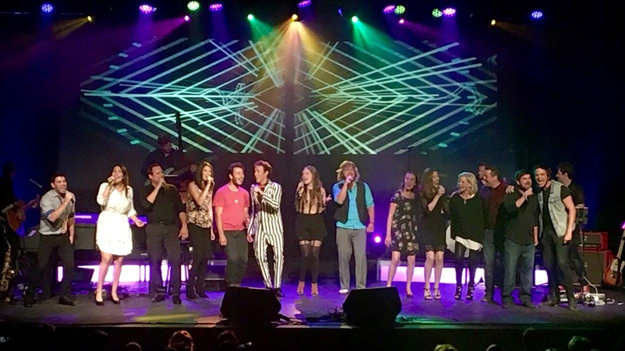 Les finalistes au Gala de la chanson de Caraquet ont fait valoir leurs talents au Carrefour de la mer.
