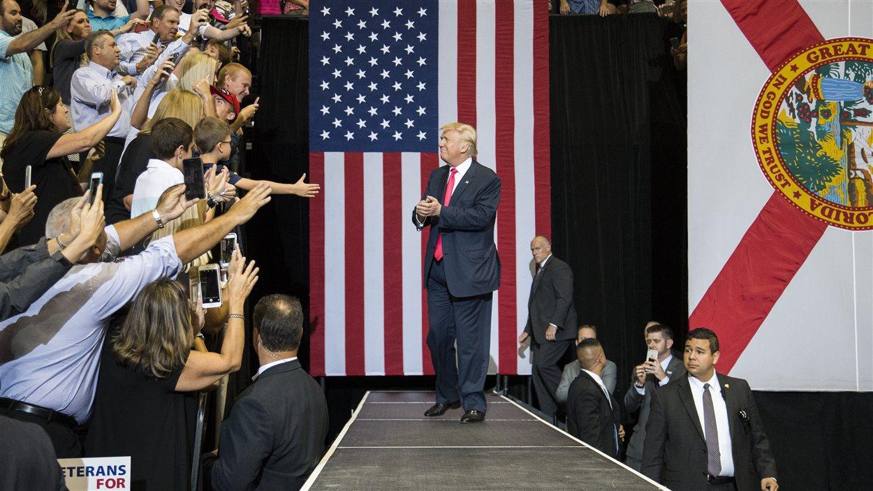 Donald Trump, lors d'un rassemblement électoral tenu mercredi à Jacksonville, en Floride.