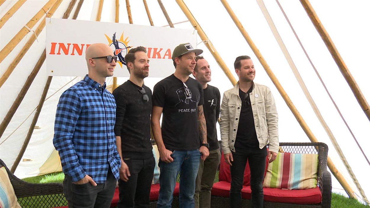 Le groupe Simple Plan s'arrête à Sept-Îles pour le spectacle de clôture du festival Innu Nikamu.
