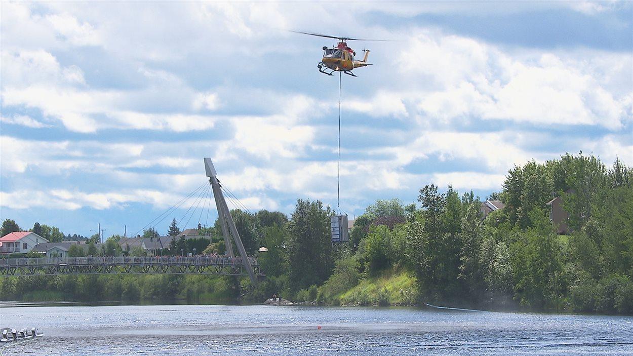 La 26e édition de la course des canards s'est déroulée dimanche après-midi sur la rivière aux Sables.