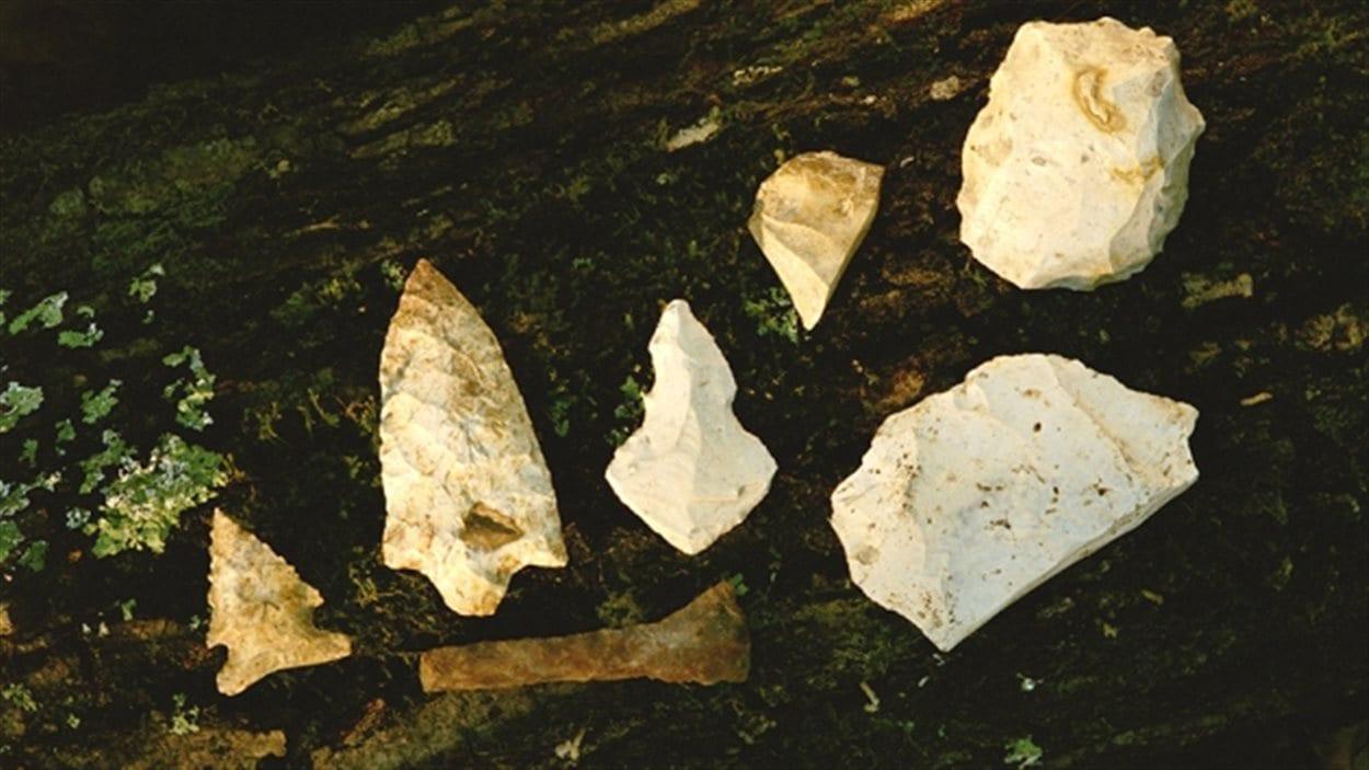 Les premiers américains ont laissé des traces comme ces pointes de flèches.