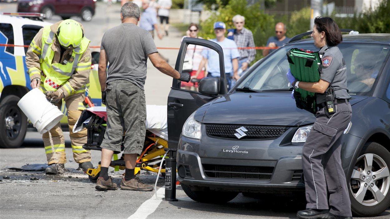 Une autre personne, qui se trouvait à bord d'une des voitures percutées, a dû être transportée à l'hôpital.
