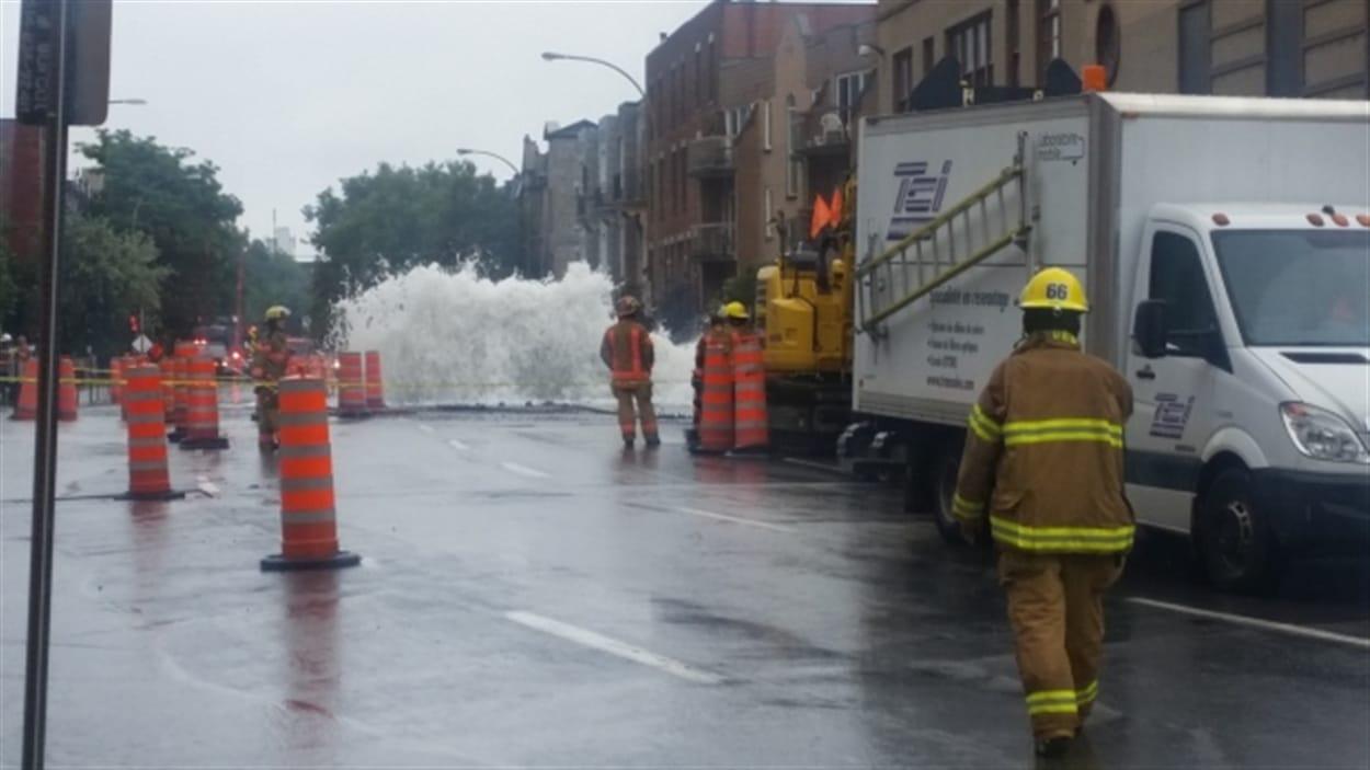 Les pompiers sont sur place dans le quartier Saint-Henri.