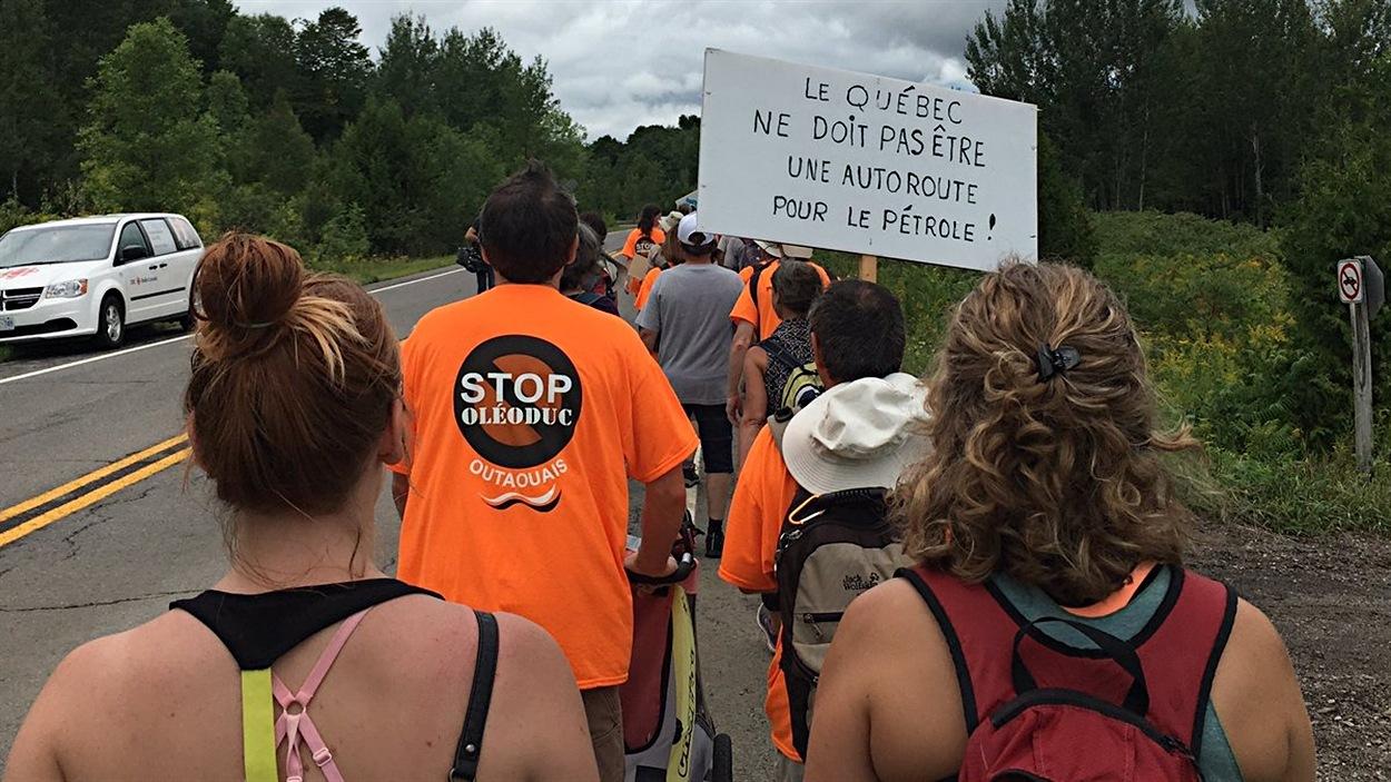 Des dizaines de marcheurs se rendront à Ottawa pour dénoncer le projet d'oléoduc Énergie Est.