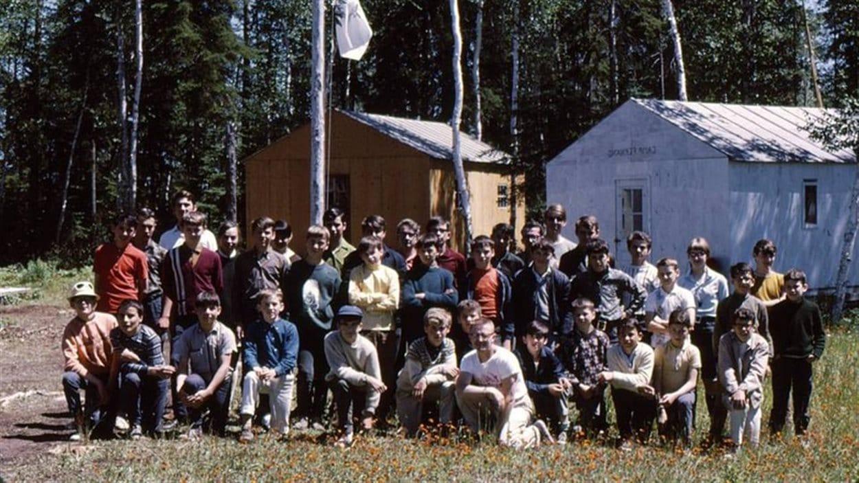 Un groupe de jeunes au Camp-École Chicobi
