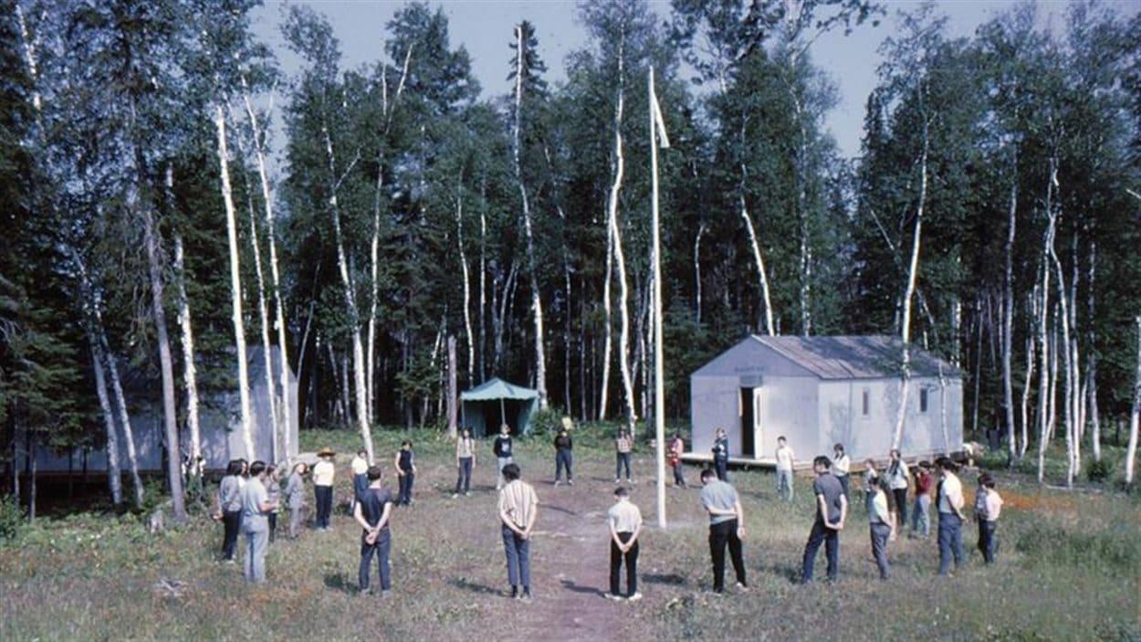 Jeu autour du drapeau au Camp-École Chicobi