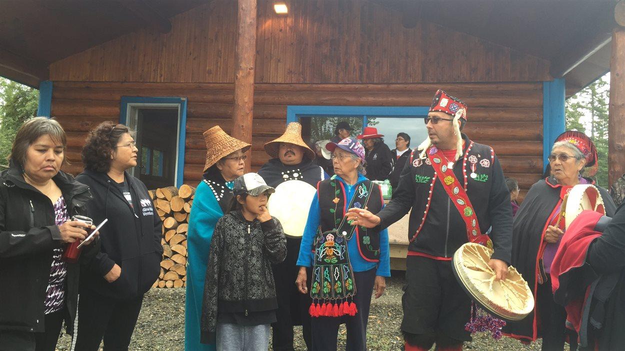 La Première Nation Teslin Tlingit a tenu une cérémonie spéciale de récolte de saumon quinnat au lac Teslin au Yukon.