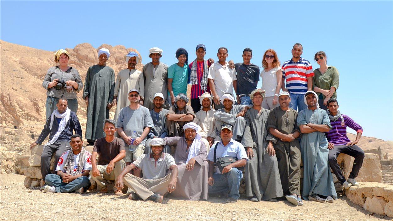 L'équipe de chercheurs et d'ouvriers qui est en partie dirigée par Cédric Gobeil (deuxième en bas, à partir de la gauche)