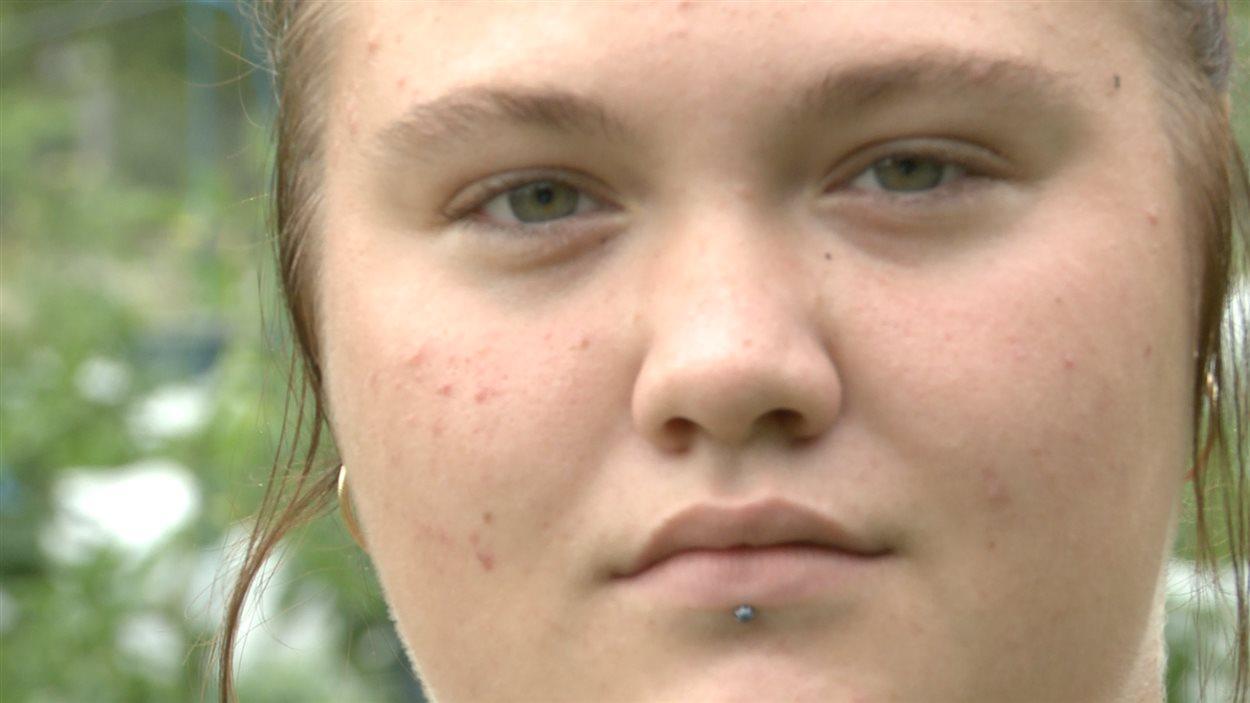 Naomie Bélisle, 18 ans, travaille aux jardins depuis mai dernier et prépare son arrivée sur le marché du travail.