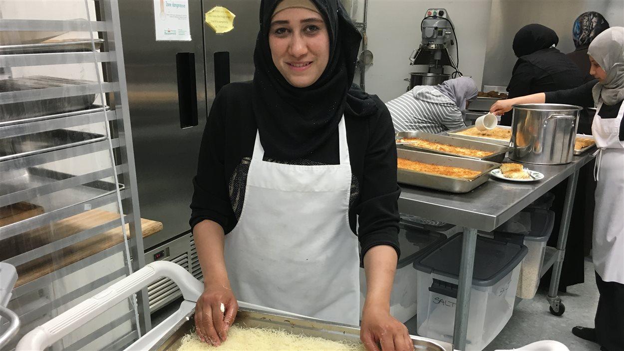 Les tâches en cuisine sont partagées entre les femmes.