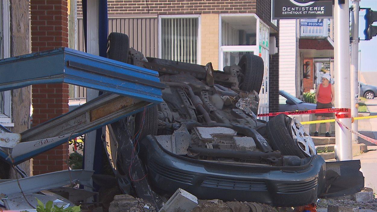 Accident impliquant une voiture volée à Trois-Rivières.