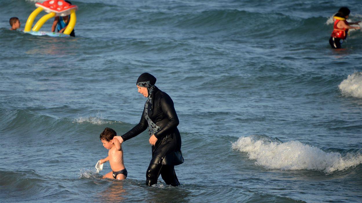 Une femme en burkini en Tunisie, le 16 août 2016