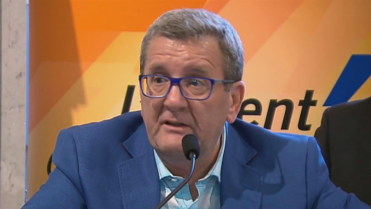Le maire Régis Labeaume irrité par la proposition de tarif fixe des chauffeurs de taxis.